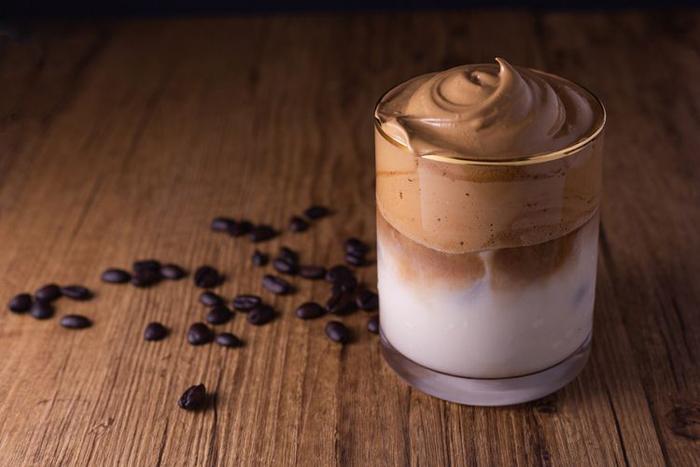 Cara Mudah Membuat Dalgona Coffee Tanpa Mixer